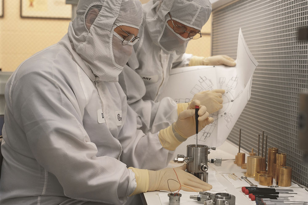 2 creare engineers working in a clean room with white suits